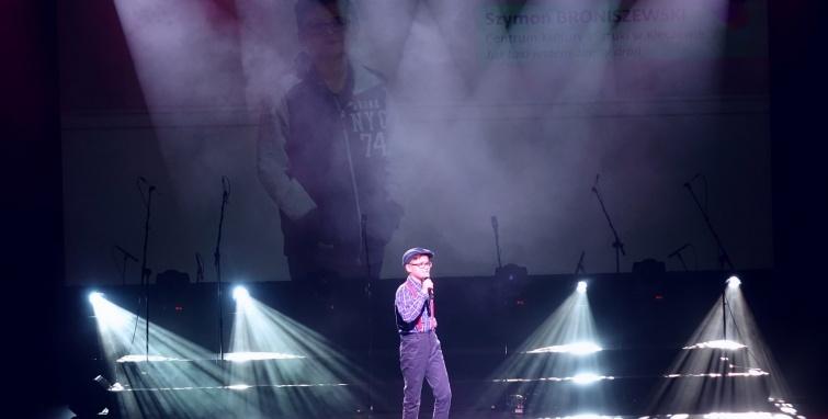 Szymon Broniszewski na Festiwalu Piosenki Dziecięcej i Młodzieżowej