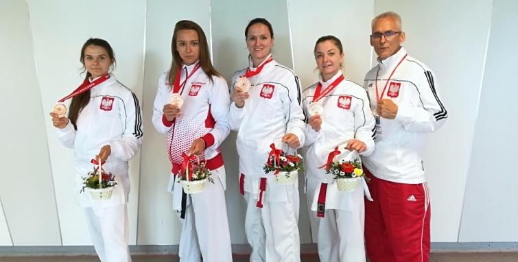 3 Dziewczyny 9 medali z Mistrzostw Świata WUKF w Bratysławie